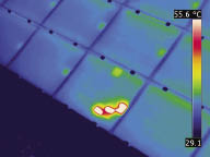 In order not to draw false conclusions you need to hold the thermal imaging camera under a correct angle when inspecting solar panels.